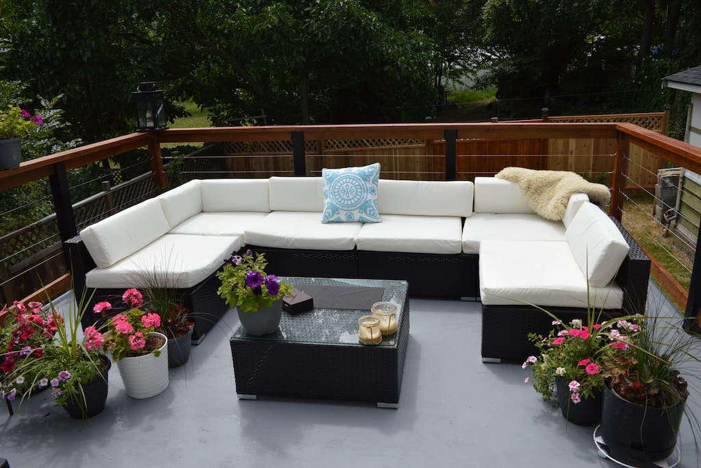 This sundeck receive sun all day.