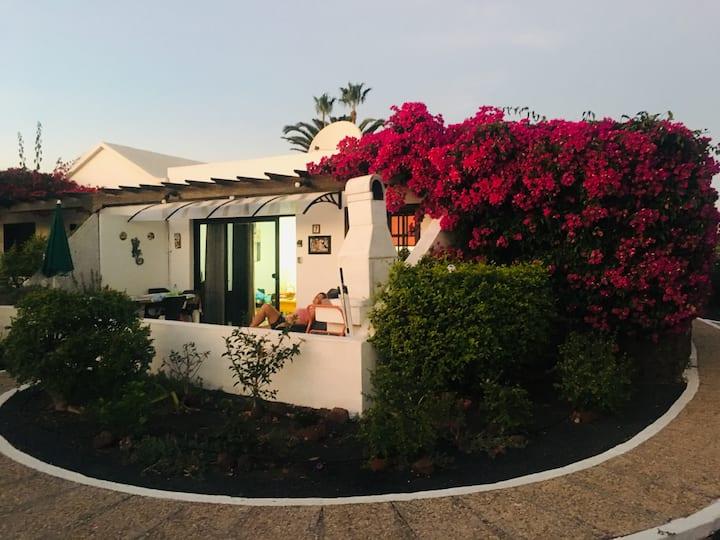 Casa Beatriz, nice, sunny and close to the beach!!