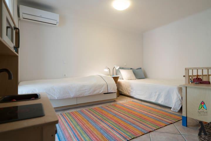 Bedroom (Apt.λ)