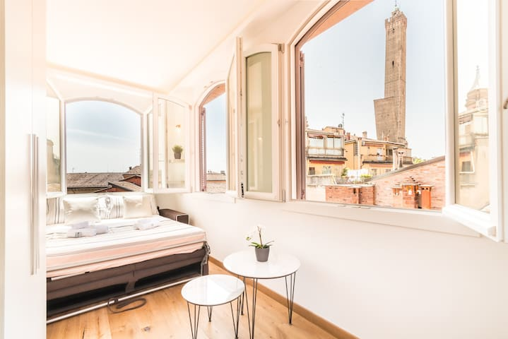 Amazing View| Penthouse in Bologna's Heart | 4Star