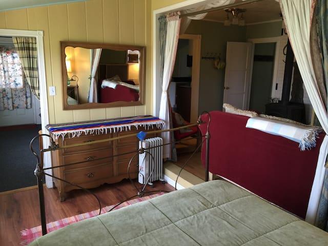 Queen bed room off front roomroom
