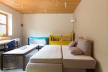 mit dem Schlafsofa im Wohnzimmer ist Platz für die 3. und 4. Person.