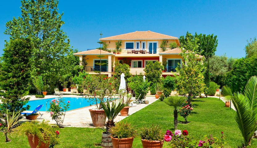 Lefkas Blue Residence Apartments & Luxury Suite - Lefkada - Maison