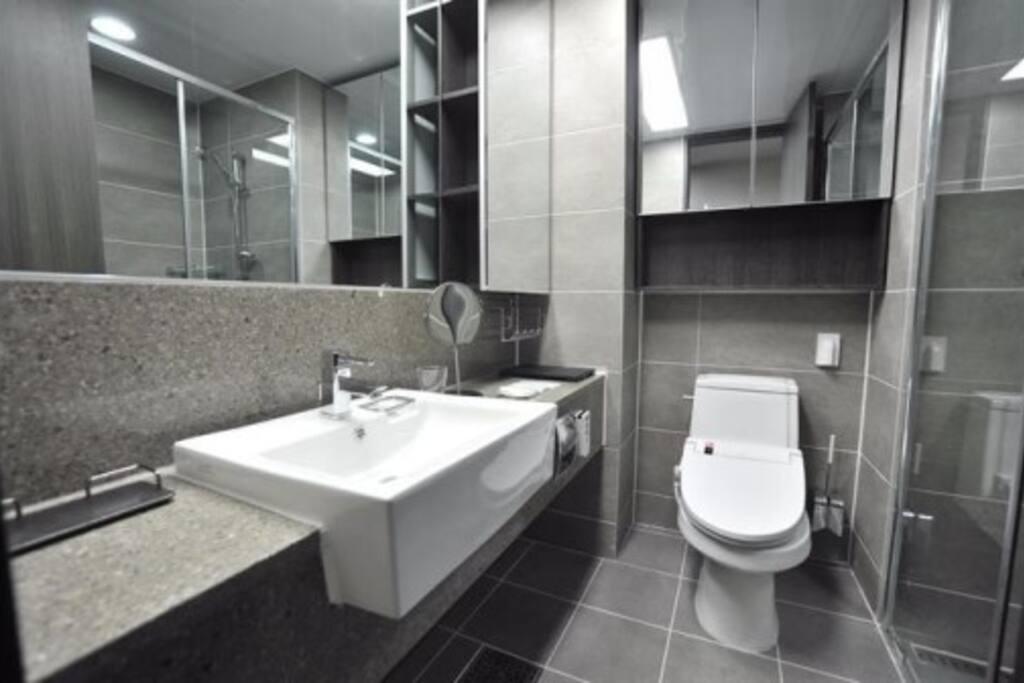 화장실은 첫째도 청결, 둘째도 청결이죠! 비데 & 샤워부스 설치