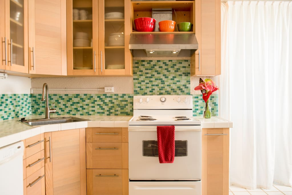 The comfortable corner sink lets you prep, cook and clean from a very central location.