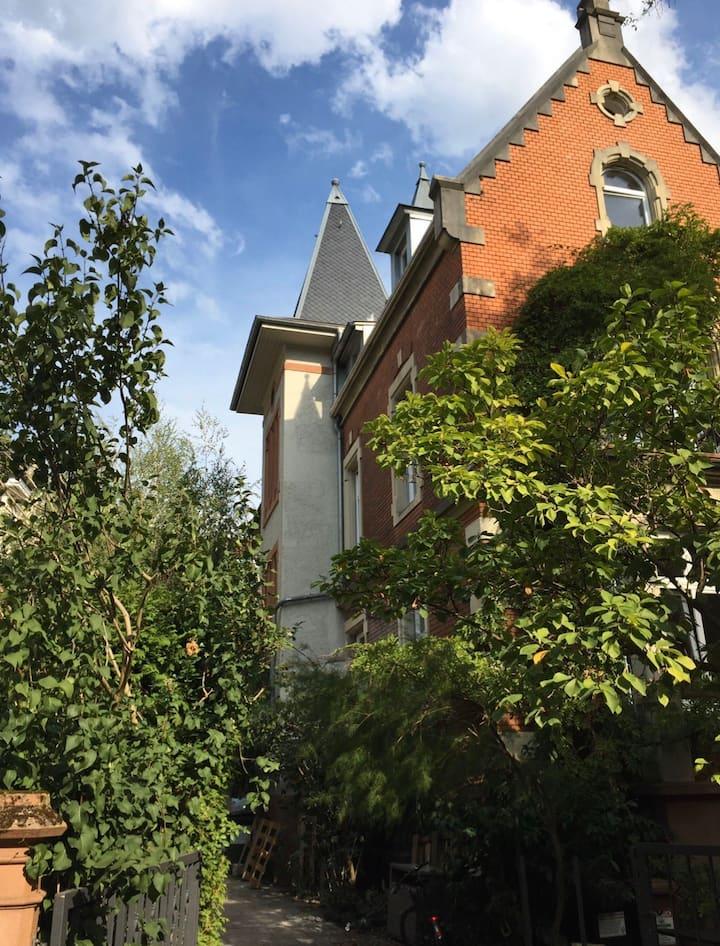 Dachgeschoßwohnung klimatisiert, groß, zentrumsnah