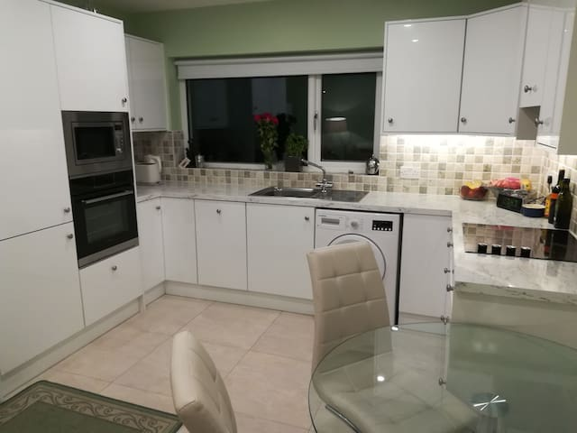 Room in new house in scenic village of Oranmore