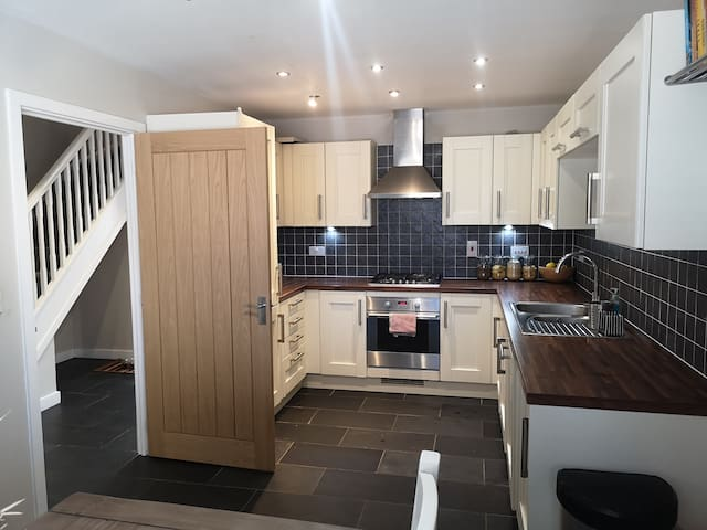 Quiet detached house with garden close to canal