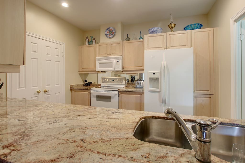 Kitchen - cabinets are now White!