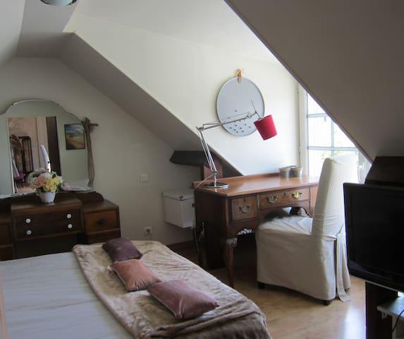 Chambre dans une maison au calme avec jardin