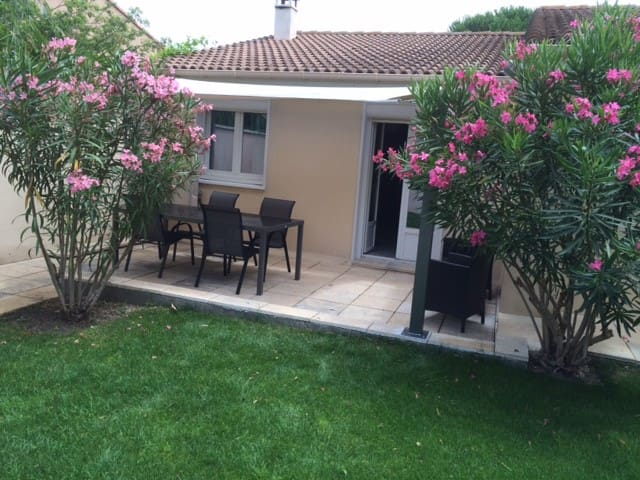 Renovated house with garden near Avignon - Saze - 獨棟
