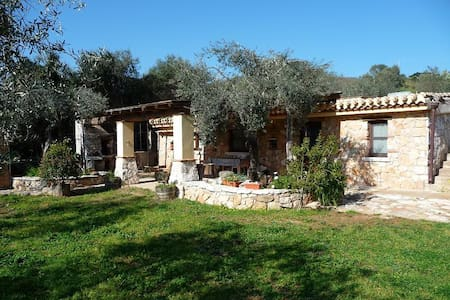 Villetta in stile tipico immersa nel verde - Santa Maria Navarrese - Villa
