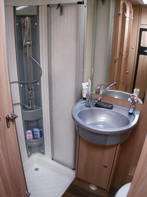 Toalett med dusj - OC8
