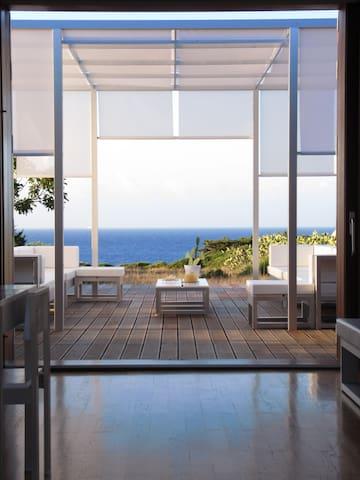 Villa ecosostenibile ad Ustica