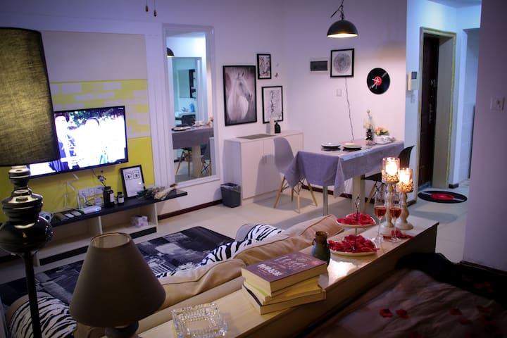 CBD楼上【天空之城】50㎡欧式浪漫情侣套房可做饭