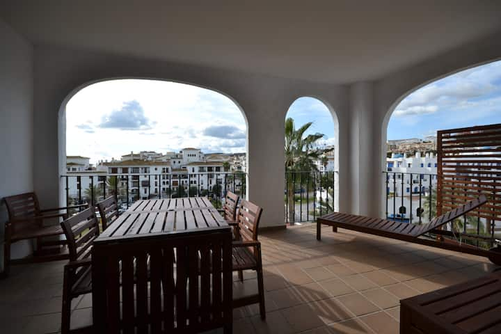 3 bedroom apartment, Marina views, pay as you go WI-FI, pool, gardens