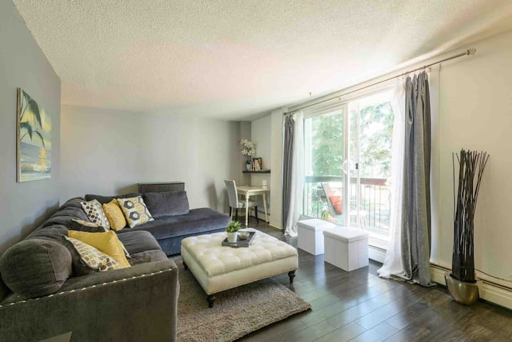 Rare 2BR Apartment, near Chinook, Free Parking