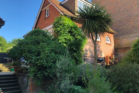 The Coach House, Portsmouth Road, Esher, KT10 9LH