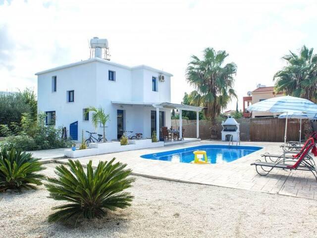 CUTE SEA FRONT Villas - Sea 60-100m - 2 /3 bedrm, - Poli Crysochous - Villa