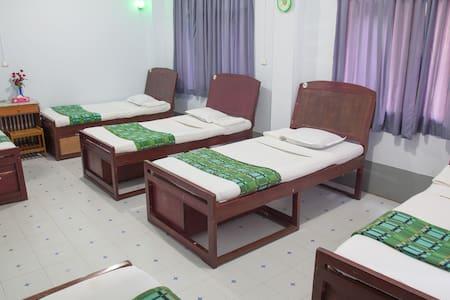Mixed dorm ( for 1 pax ) Mother Land Inn 2
