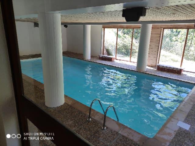 Grande studio with Swimming Pool-70m from Ski Lift
