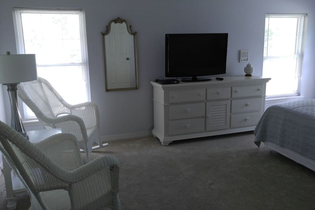 """Large room with sitting area, 43"""" TV and Uverse."""