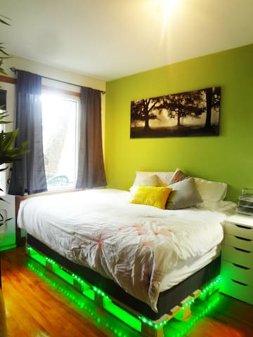 Cozy, Clean and All-Furnished Room - The Bamboo - Montréal - Apartemen