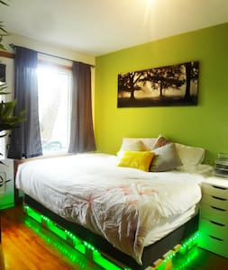 Cozy, Clean and All-Furnished Room - The Bamboo - Montréal