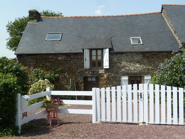 "Peaceful ""French living"" in the heart of Morbihan - Campénéac - Casa"