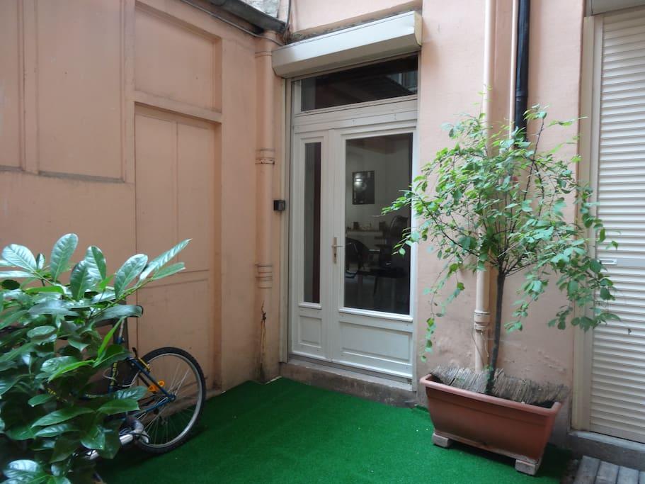 Entrée de l'appartement sur cour.