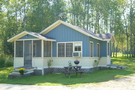 Lake Lane Cottages (Cottage #2) - Sturgeon Bay - Бунгало