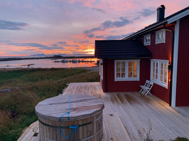 Brand new lodge in Lofoten with private beach