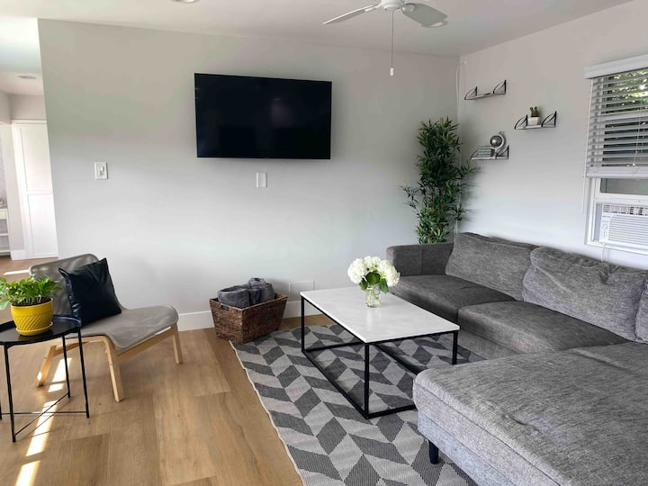 The Best Located Unit in HB-1 Block To Beach/Pier!