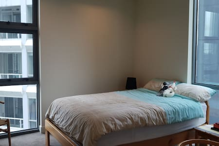 Comfortable room  in luxurious southbank apartment