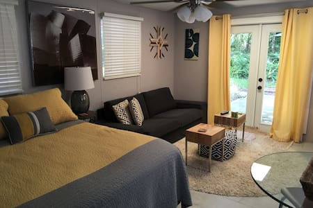 •Room in a clean, dog friendly home - Gainesville