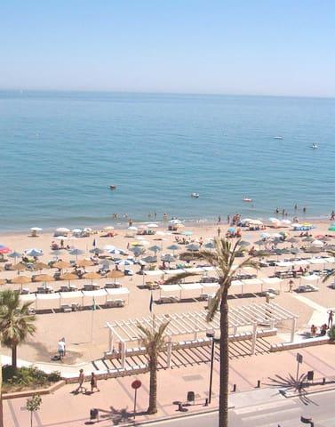 Quality Sea view Apartment, Free Wifi, Air Con