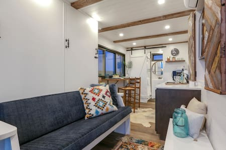 Cargo Home South: Tiny Home on the Farm 🐮🐴 🐑 🐷 🐓