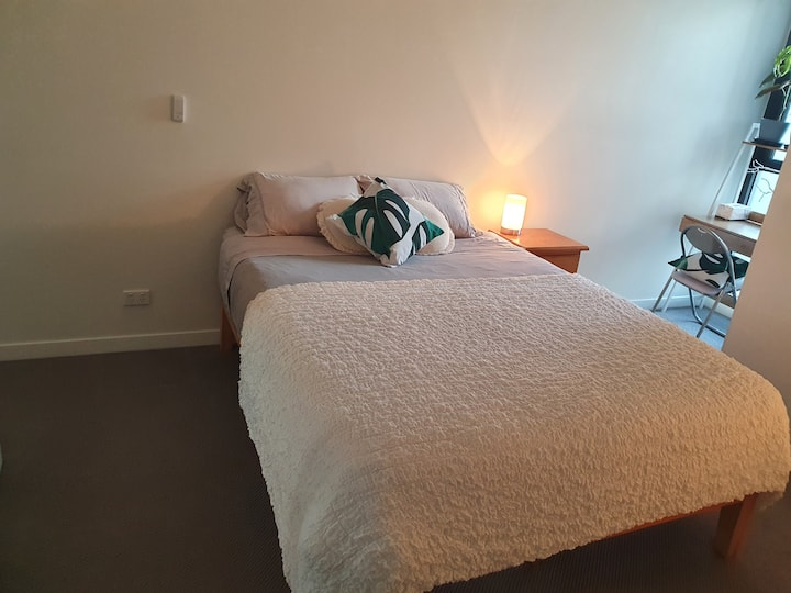 Spacious, private room with ensuite in Brunswick