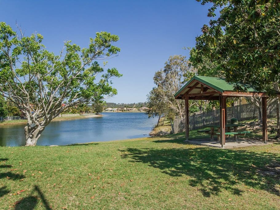 how to travel by public transport bonogin to burleigh waters