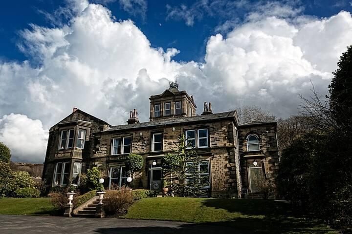 Stunning Country House, lovely gardens, sleeps 11