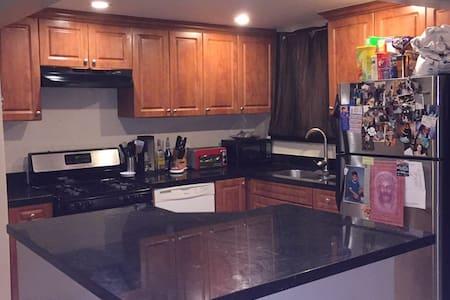 Clean private 1 bedroom apartment - North Miami Beach