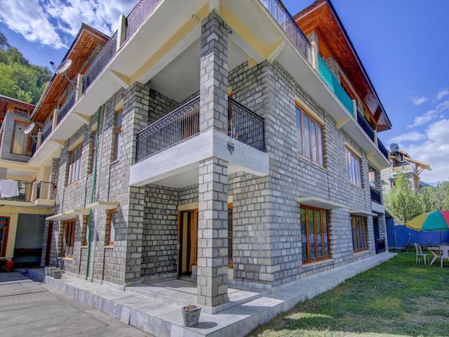 OYO - Elegant 1BR Stay in Pangan, Manali-Trending Now!