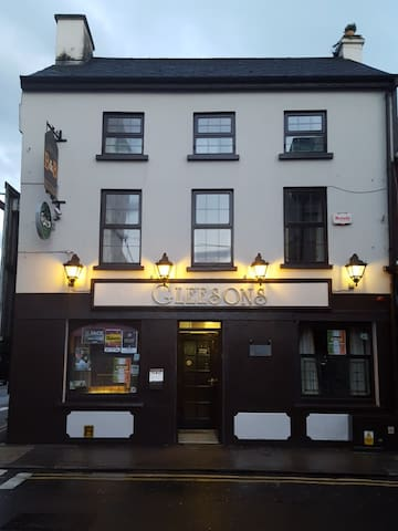 Gleesons. En-suite twin/double rooms. Town centre. - Clonmel - Bed & Breakfast