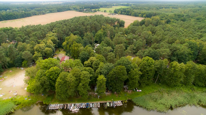 Nördl v. Berlin mit der Bahn im Wald direkt am See - Wandlitz