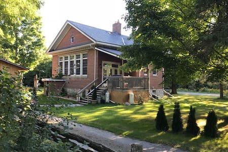 Romantic Retreat, the Old School House, Bobcaygeon