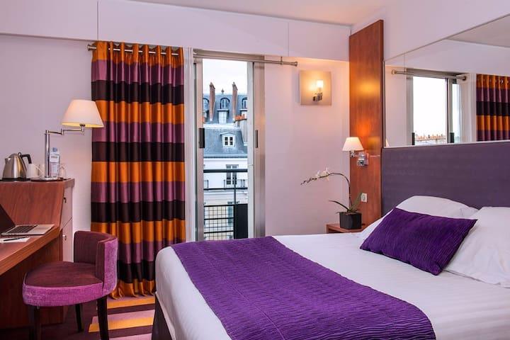 Sunny room near the Arc de Triomphe