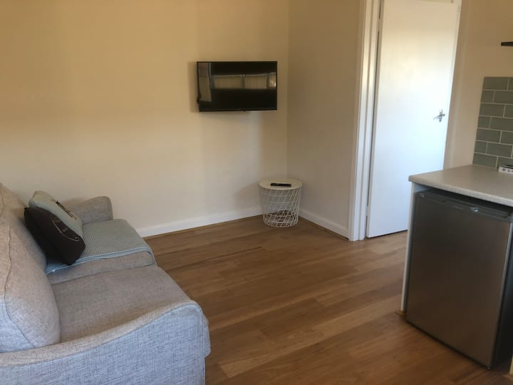 Private, newly renovated one bedroom granny flat