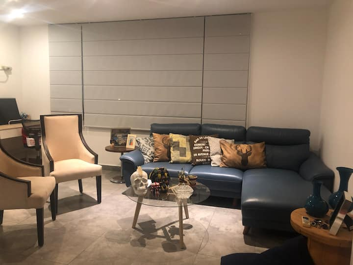 Near the airport/mall- Well located cosy apartment