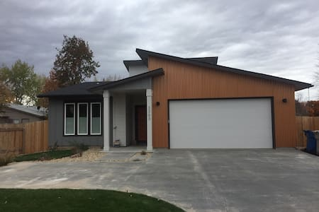 New modern house close to airport & downtown - Boise - Ház