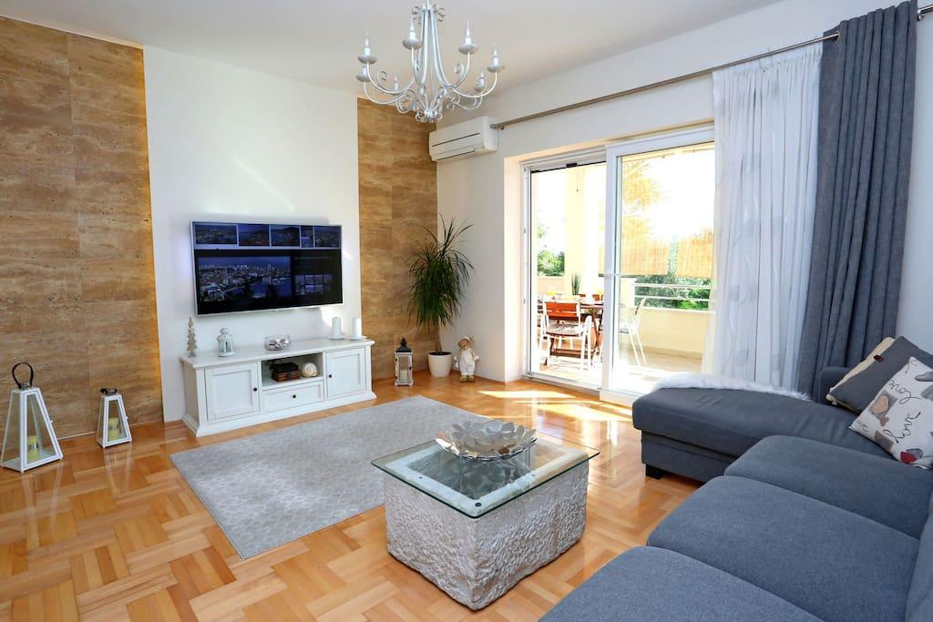 Smart TV livingroom